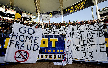 Beckham Given Some Advice from LA Galaxy Fans!