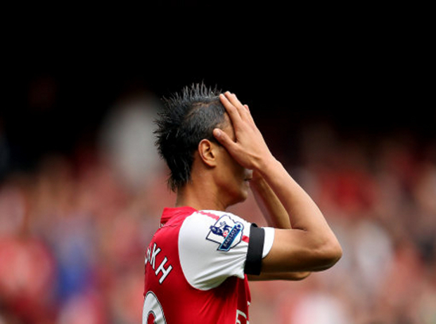 Arsenal's Marouane Chamakh reacts to a missed chance on goal