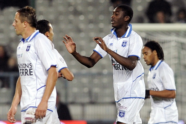 Auxerre's French forward Yaya Sanogo (C)