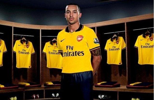 5de5db2ca57 Theo Walcott Wears New Arsenal 2013 14 Nike Away Shirt  Leaked Photo ...