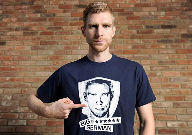 Mertesacker Shirt