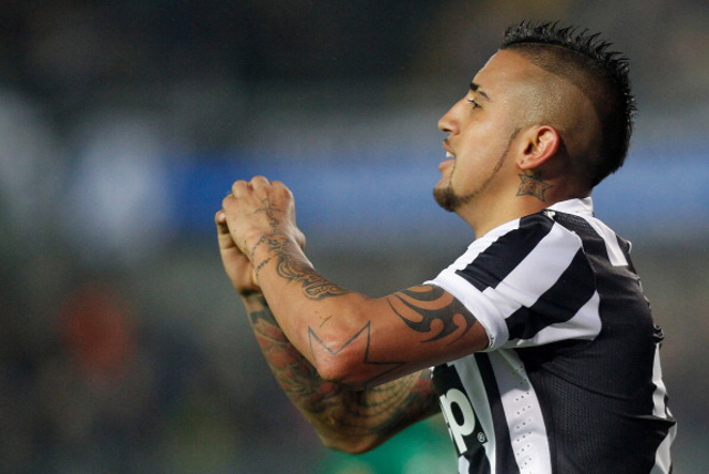 Vidal Man United Bid