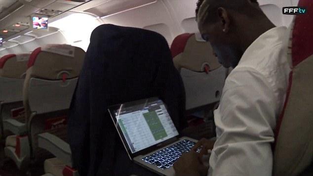Pogba on laptop