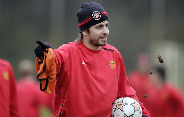Manchester United's Spanish defender Gerard Piqué is pictured during a training session at Carrington training ground in Manchester, north west England on April 8, 2008. Manchester United will play against AS Roma, the second leg of their UEFA Champions League quarter final football match at Old Trafford, in Manchester, on April 9, 2008. AFP PHOTO/PAUL ELLIS (Photo credit should read PAUL ELLIS/AFP/Getty Images)