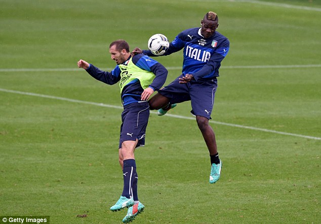 Balotelli in Italy training