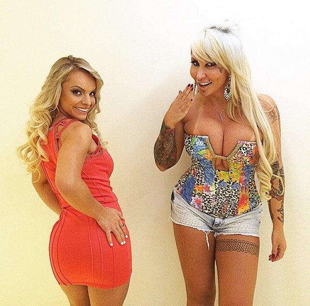 Indianara Carvalho (left)