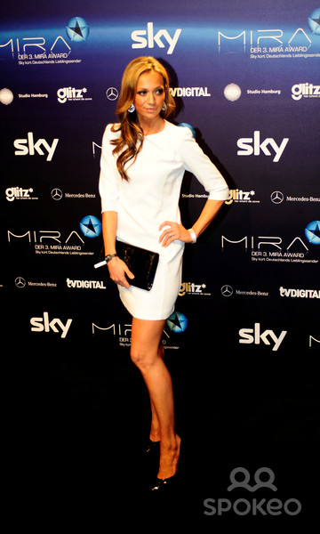 Image Gallery Take A Closer Look At Super Hot Presenter Kate Abdo The Face Of Fox Sports Women S World Cup Coverage Caughtoffside