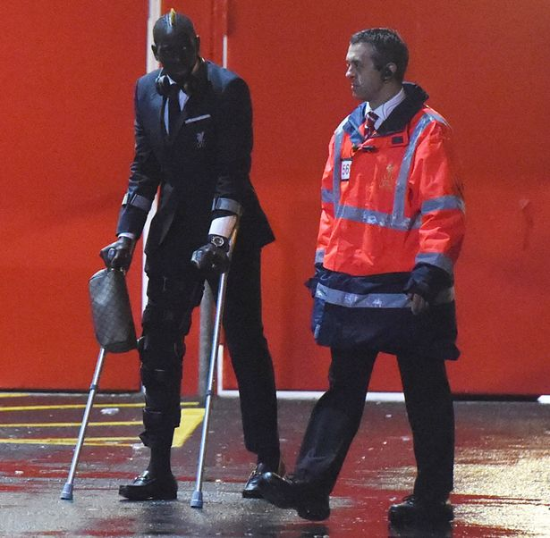 PAY-Mamadou-Sakho-leaving-Anfield-on-crutches-after-getting-injured-in-the-match-against-Crystal-Palace