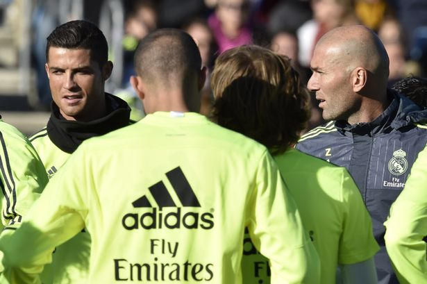 Zinedine-Zidane-First-Training_0124