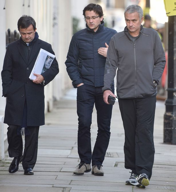 PAY-Jose-Mourinho-near-his-London-home-chatting-with-Rui-Faria-1