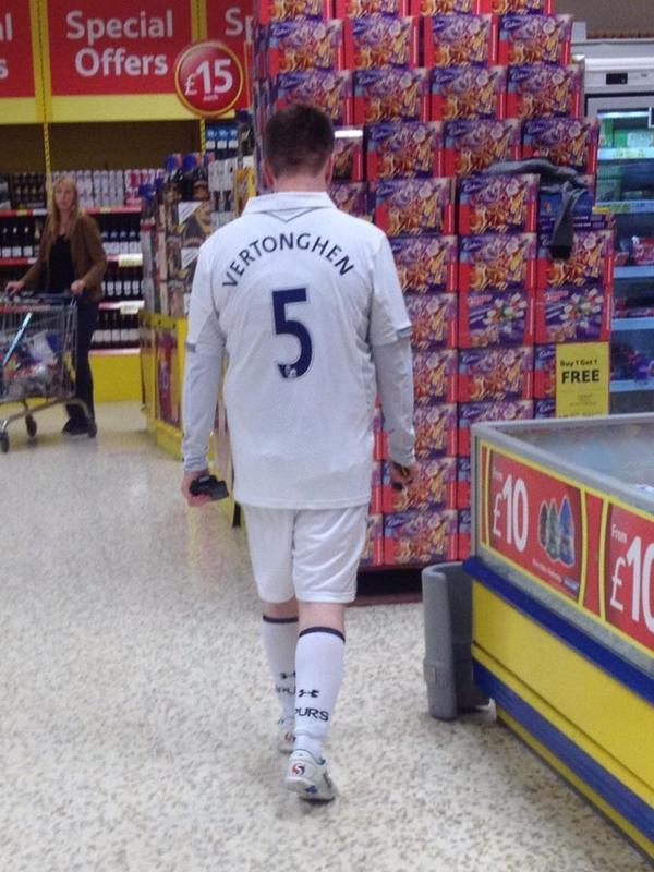 Tottenham full-kit wanker