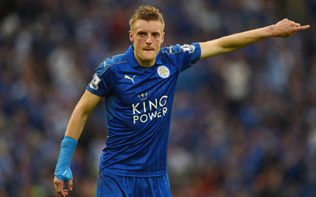 Video) Jamie Vardy punches himself in the face after missing sitter