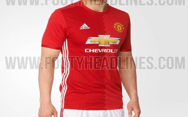 online retailer 8d4de 642ba Video: 2016-17 Man United kit on sale in India