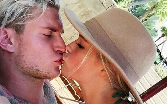 Loris Karius kissing girlfriend Annelie Alpert