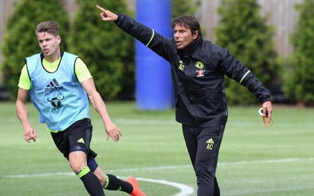 Antonio Conte in Chelsea training