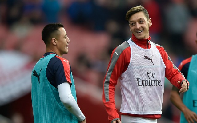 Sanchez and Ozil warming up for Arsenal