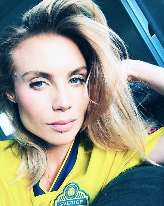 Maja Nilsson poses in Victor Lindelof's Sweden shirt