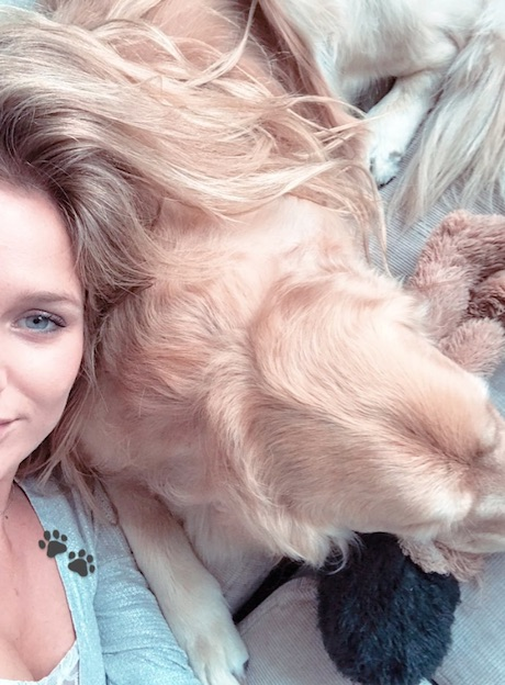 Mayte Rodriguez took a selfie with one of Alexis Sanchez's dogs