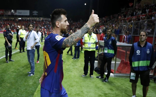 Lionel Messi thumbs up Barcelona