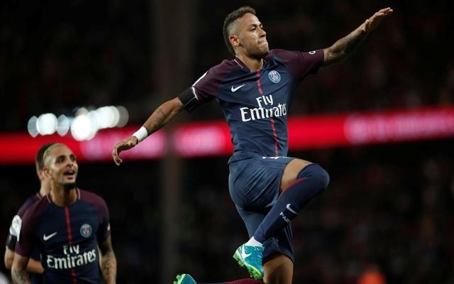 Neymar PSG celebrates