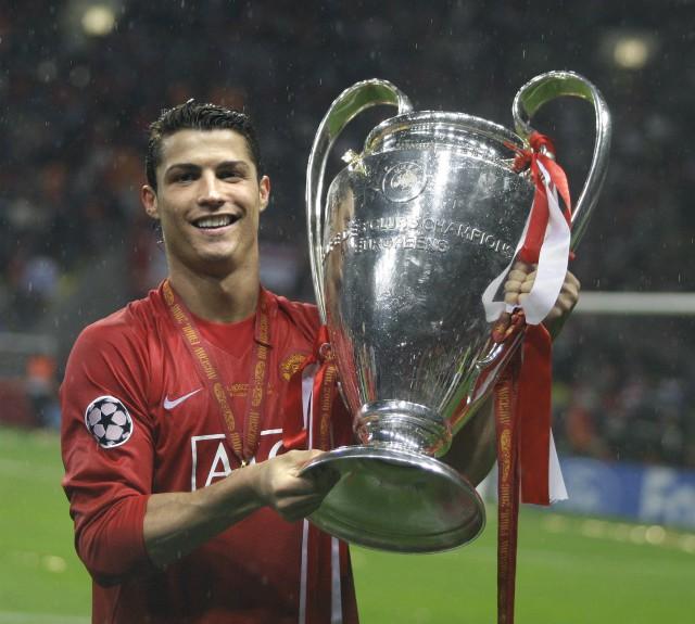 ronaldo man utd trophy