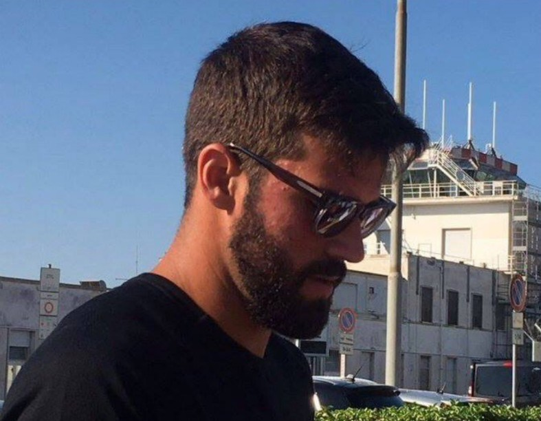 alisson at airport