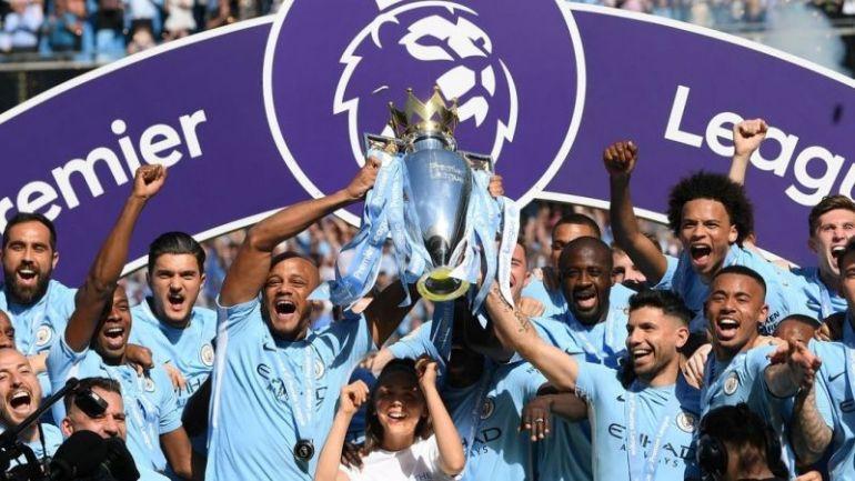 Kompany lifting Premier League title for City