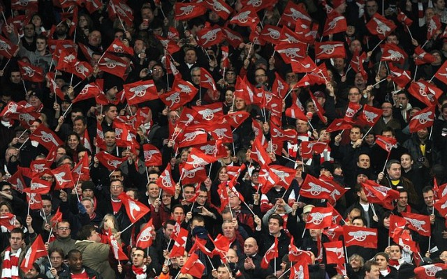 arsenal-fans-crowd-emirates