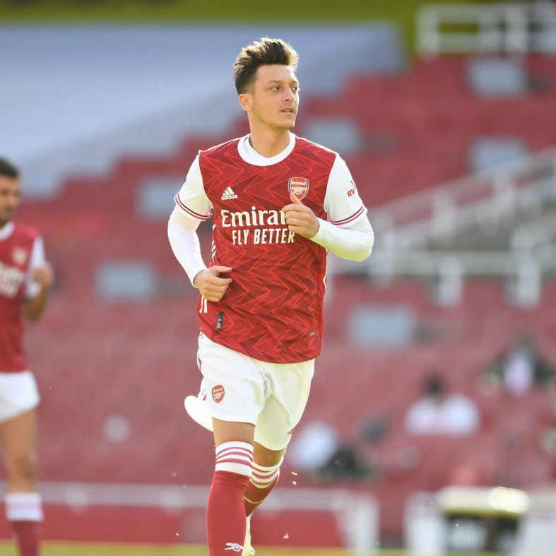 Ozil willing to give up some of £7m wages to leave Arsenal now