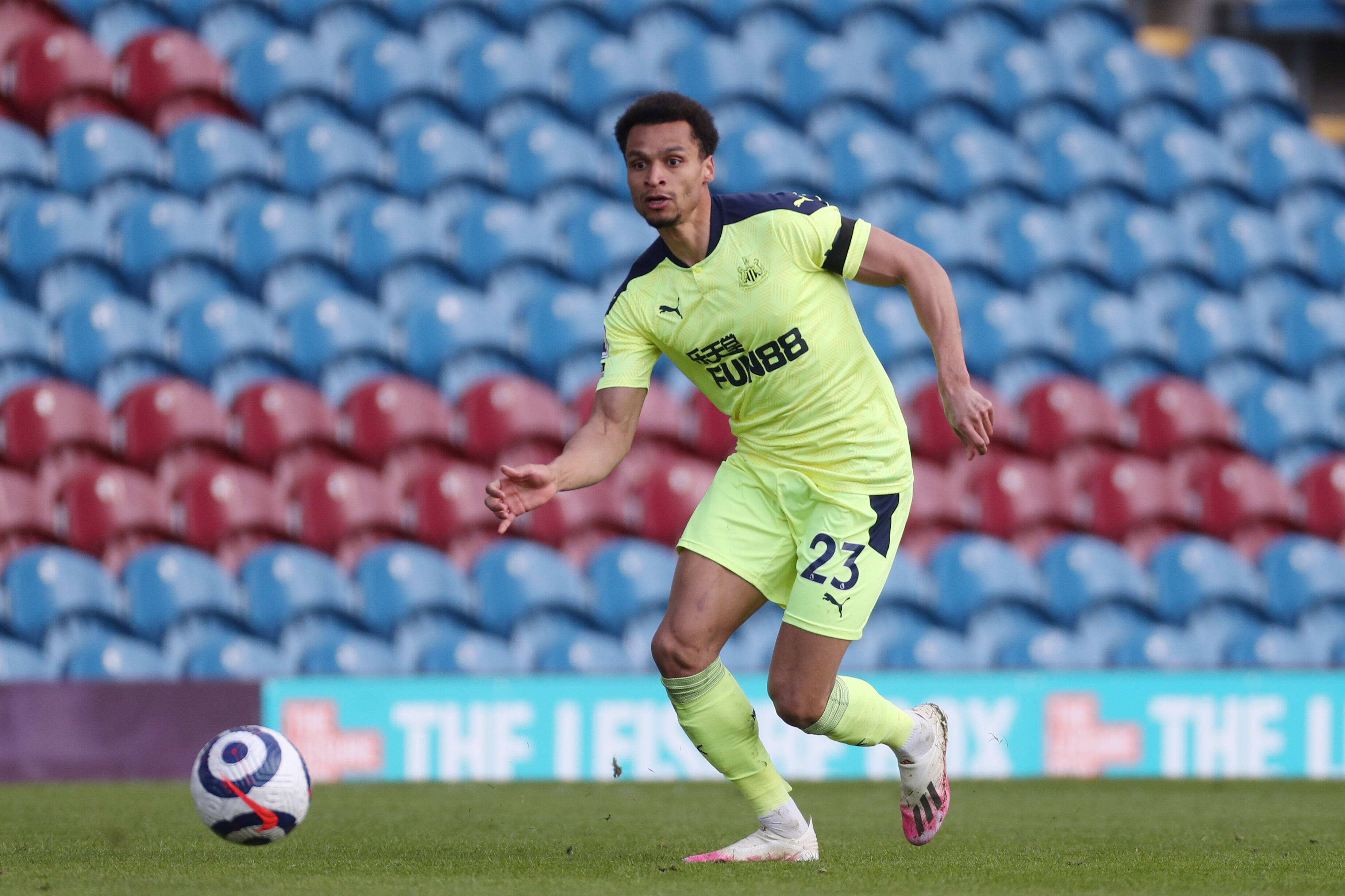 Jacob Murphy sprinting away for Newcastle