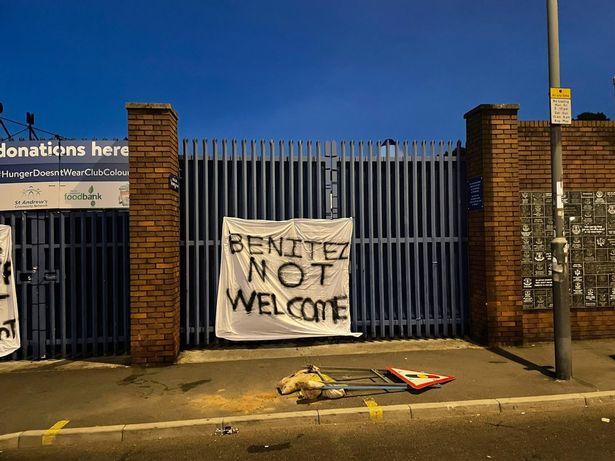 benitez-not-welcome.jpg