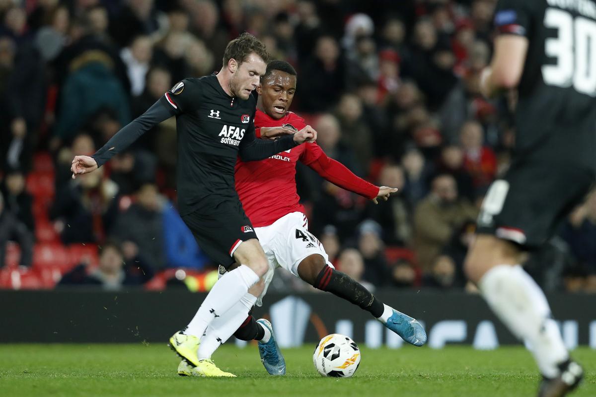 Ethan Laird in Europa League action for Manchester United | Últimas Noticias Futbol Mundial
