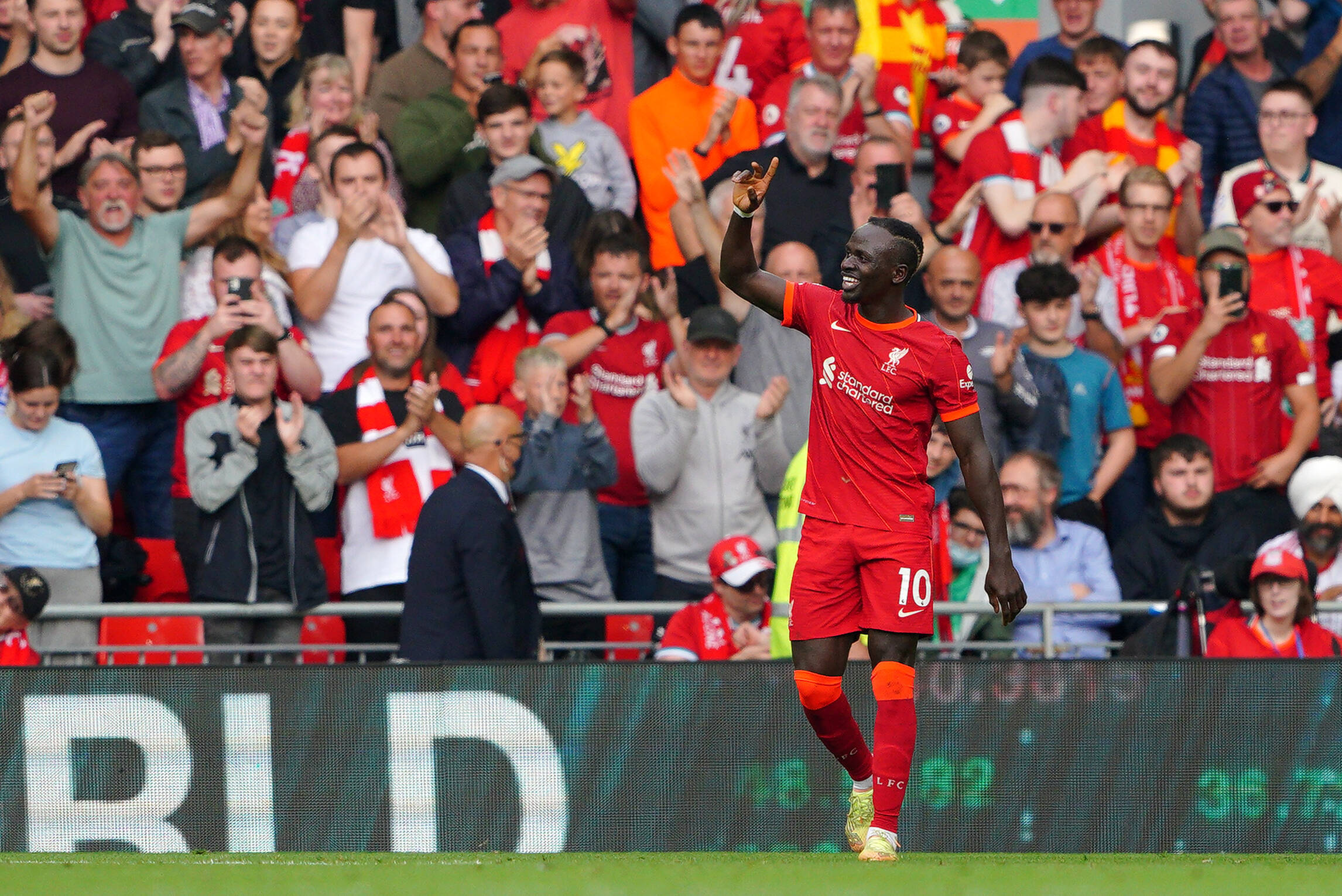 Watch Mane score 100th Liverpool goal against Crystal Palace