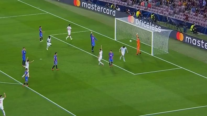 Video: Lewandowski pounces to put Bayern Munich 2-0 up against Barcelona
